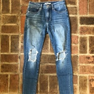Levi's High Rise Ripped Skinny Jeans 28